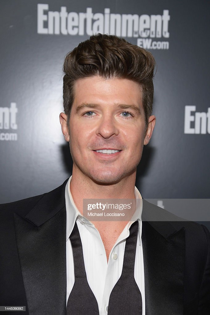 Singer <a gi-track='captionPersonalityLinkClicked' href=/galleries/search?phrase=Robin+Thicke&family=editorial&specificpeople=724390 ng-click='$event.stopPropagation()'>Robin Thicke</a> attends the Entertainment Weekly & ABC-TV Up Front VIP Party at Dream Downtown on May 15, 2012 in New York City.