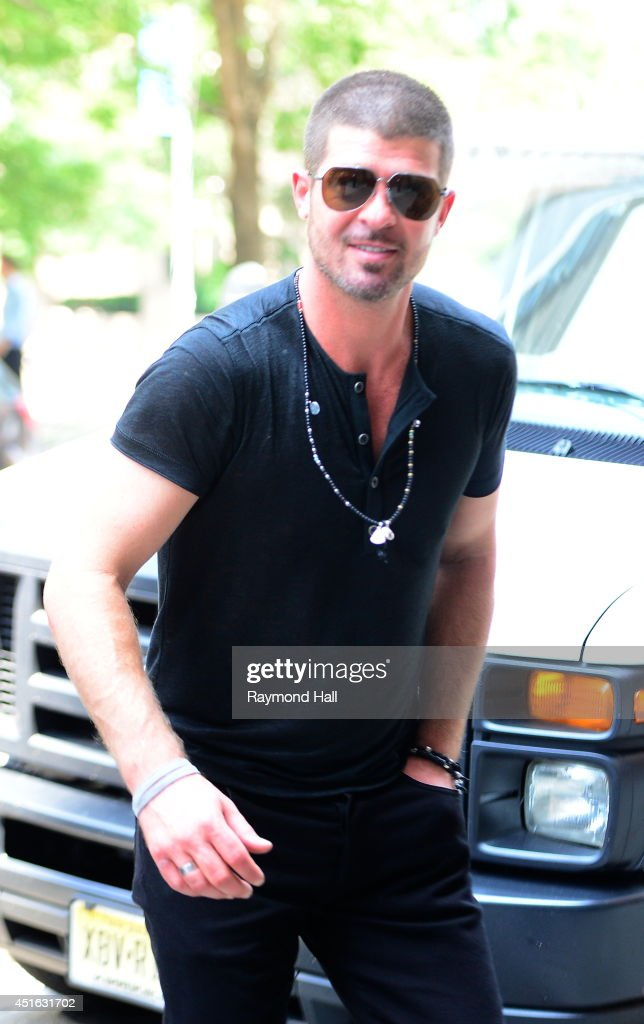 Siger <a gi-track='captionPersonalityLinkClicked' href=/galleries/search?phrase=Robin+Thicke&family=editorial&specificpeople=724390 ng-click='$event.stopPropagation()'>Robin Thicke</a> is seen in Soho on July 2, 2014 in New York City.