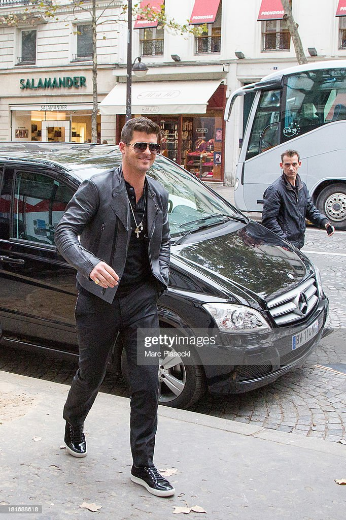 Singer <a gi-track='captionPersonalityLinkClicked' href=/galleries/search?phrase=Robin+Thicke&family=editorial&specificpeople=724390 ng-click='$event.stopPropagation()'>Robin Thicke</a> is seen on October 15, 2013 in Paris, France.