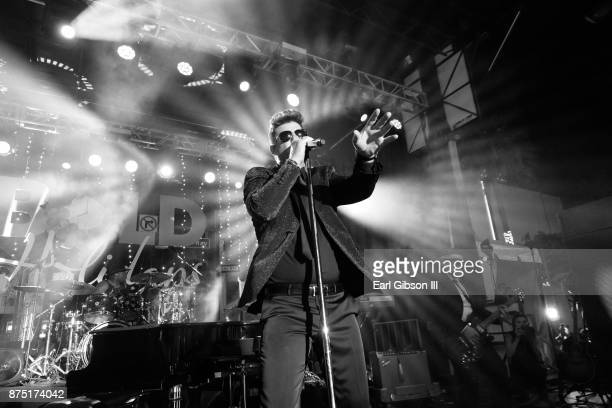 Singer Robin Thicke performs at the Rodeo Drive Holiday Lighting Celebration on November 16 2017 in Beverly Hills California