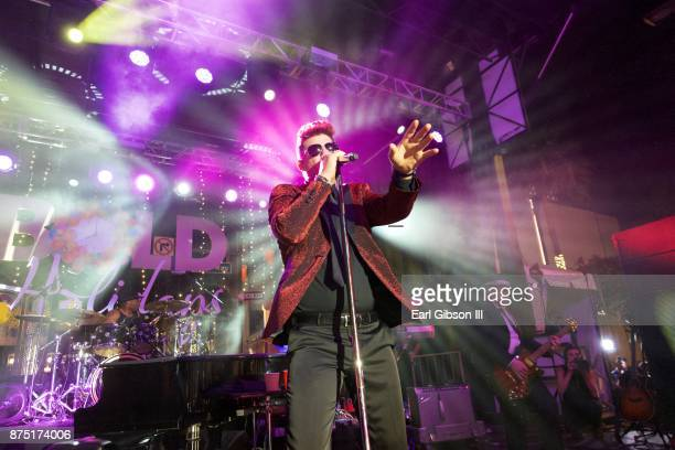 Singer Robin Thicke performs at the Rodeo Drive Holidaya Lighting Celebration on November 16 2017 in Beverly Hills California