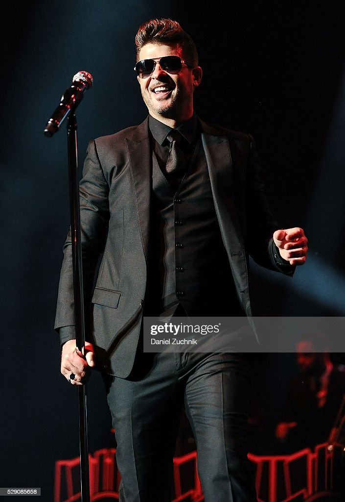 Singer Robin Thicke performs during the GRAMMY Park Featuring Robin Thicke & Aloe Blacc - 2016 Grammy Park In Brooklyn on May 07, 2016 in New York, New York.