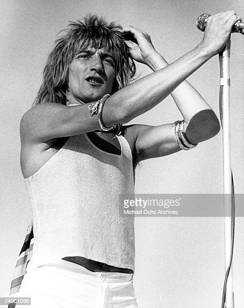 Singer Rod Stewart of the British rock group 'The Faces' performs onstage in November 1976 in Los Angeles California