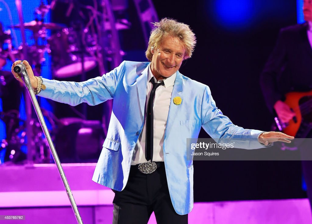 Singer <a gi-track='captionPersonalityLinkClicked' href=/galleries/search?phrase=Rod+Stewart&family=editorial&specificpeople=160467 ng-click='$event.stopPropagation()'>Rod Stewart</a> performs at Sprint Center on August 14, 2014 in Kansas City, Missouri.