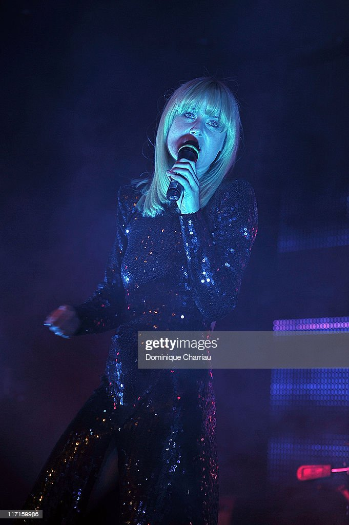 Singer Roisin Murphy performs an stage during the amfAR Inspiration Gala at Pavillon Gabriel on June 23, 2011 in Paris, France.