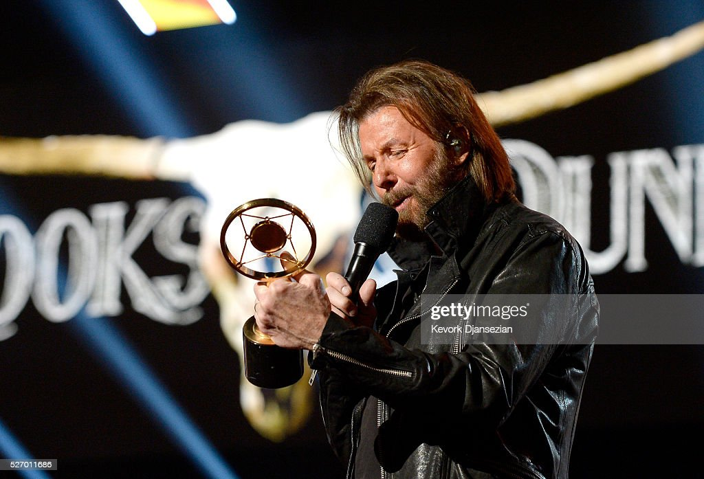 Singer <a gi-track='captionPersonalityLinkClicked' href=/galleries/search?phrase=Ronnie+Dunn&family=editorial&specificpeople=208175 ng-click='$event.stopPropagation()'>Ronnie Dunn</a> of Brooks & Dunn accepts the Nash Icon award onstage during the 2016 American Country Countdown Awards at The Forum on May 1, 2016 in Inglewood, California.