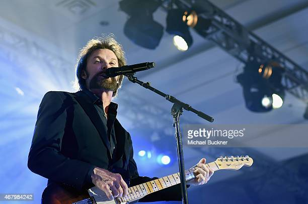 Singer Ronnie Dunn performs onstage during Muhammad Ali's Celebrity Fight Night XXI at the Jw Marriott Phoenix Desert Ridge Resort Spa on March 28...