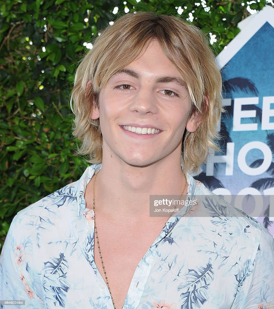 Singer Ross Lynch of R5 arrives at the Teen Choice Awards 2016 at The Forum on July 31, 2016 in Inglewood, California.