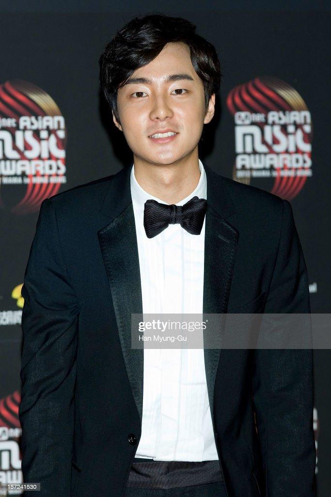 Singer Roy Kim attends the 2012 Mnet Asian Music Awards Red Carpet on November 30, 2012 in Hong Kong, Hong Kong.