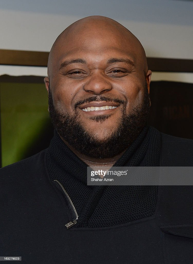 Singer <a gi-track='captionPersonalityLinkClicked' href=/galleries/search?phrase=Ruben+Studdard&family=editorial&specificpeople=204671 ng-click='$event.stopPropagation()'>Ruben Studdard</a> backstage at Amateur Night at The Apollo Theater on March 6, 2013 in New York City.