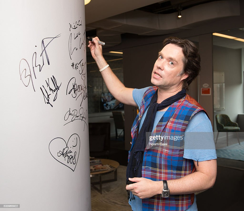 Singer <a gi-track='captionPersonalityLinkClicked' href=/galleries/search?phrase=Rufus+Wainwright&family=editorial&specificpeople=206122 ng-click='$event.stopPropagation()'>Rufus Wainwright</a> visits AOL Build to discuss the 10th anniversary of 'Rufus Does Judy At Carnegie Hall' at AOL Studios In New York on May 24, 2016 in New York City.