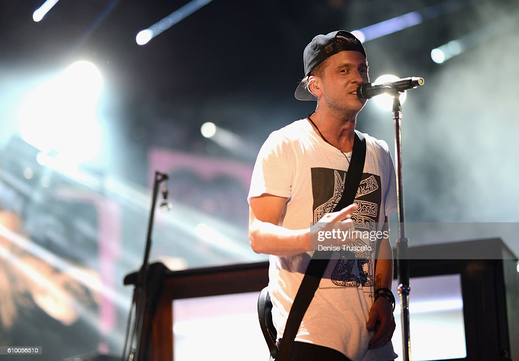 2016 iHeartRadio Music Festival - Night 1 - Show