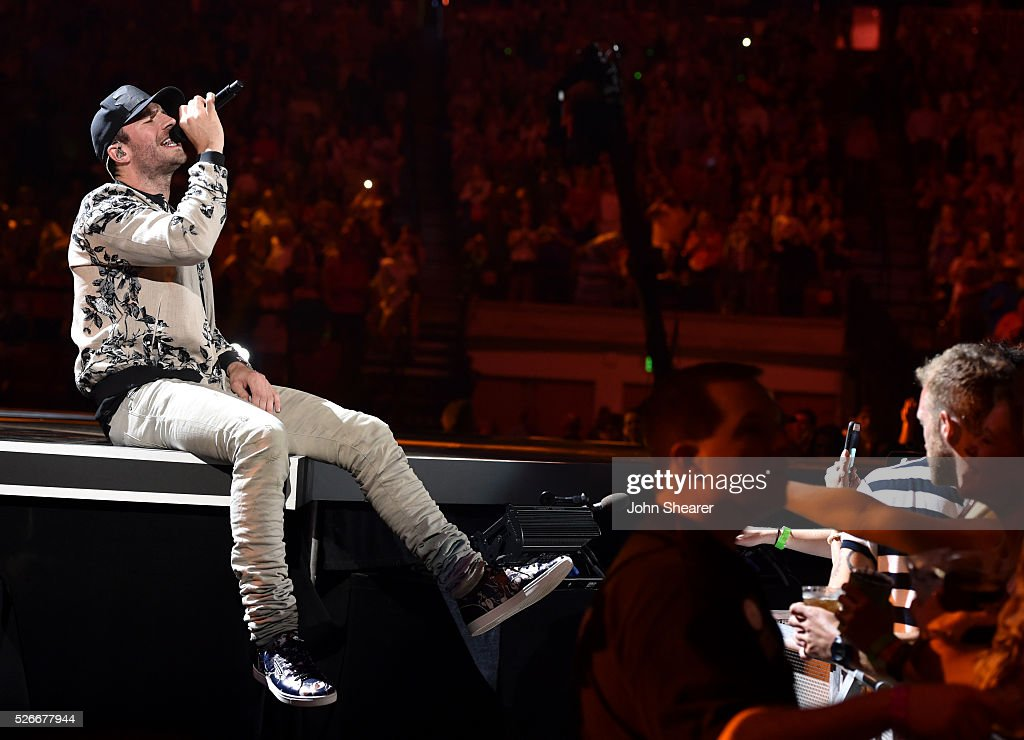 Singer <a gi-track='captionPersonalityLinkClicked' href=/galleries/search?phrase=Sam+Hunt+-+Cantante&family=editorial&specificpeople=13704957 ng-click='$event.stopPropagation()'>Sam Hunt</a> performs onstage during the 2016 iHeartCountry Festival at The Frank Erwin Center on April 30, 2016 in Austin, Texas.