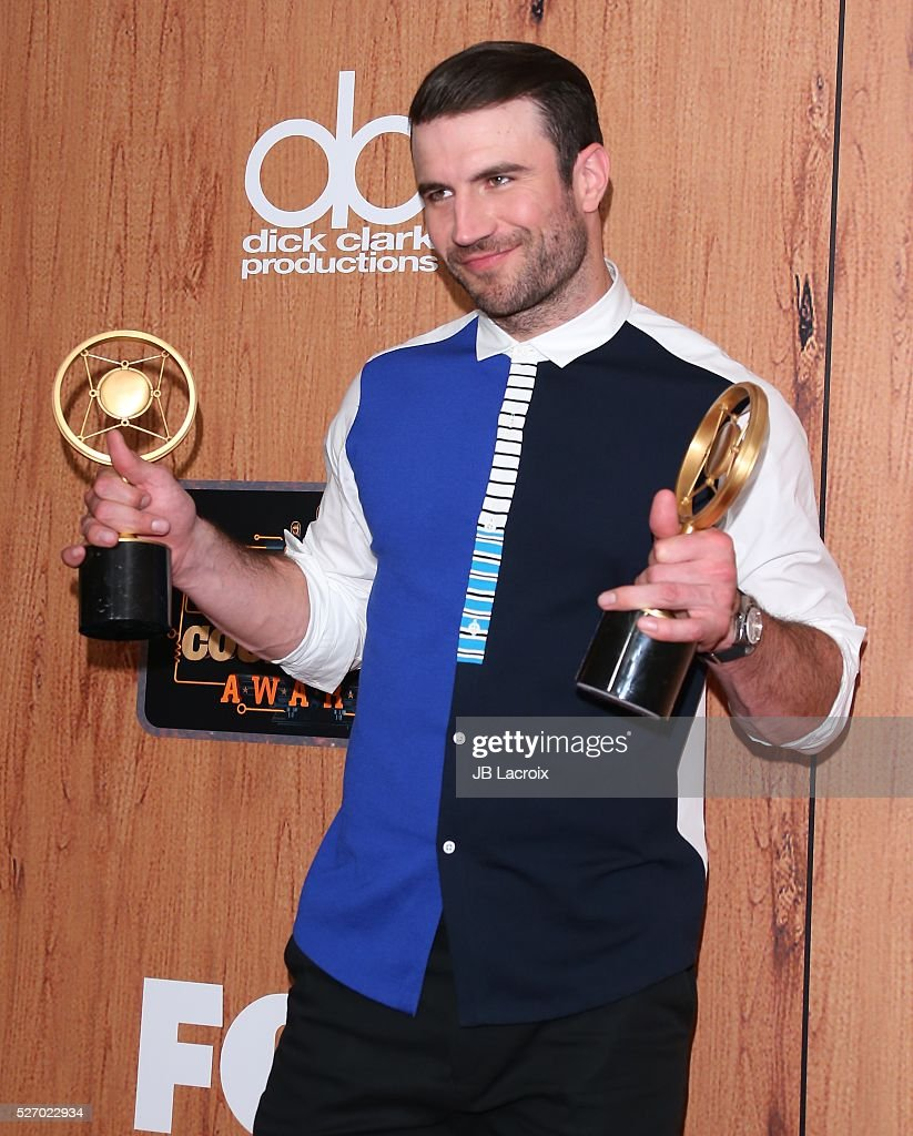 Singer <a gi-track='captionPersonalityLinkClicked' href=/galleries/search?phrase=Sam+Hunt+-+Cantante&family=editorial&specificpeople=13704957 ng-click='$event.stopPropagation()'>Sam Hunt</a> poses in the press room during the 2016 American Country Countdown Awards at The Forum on May 1, 2016 in Inglewood, California.