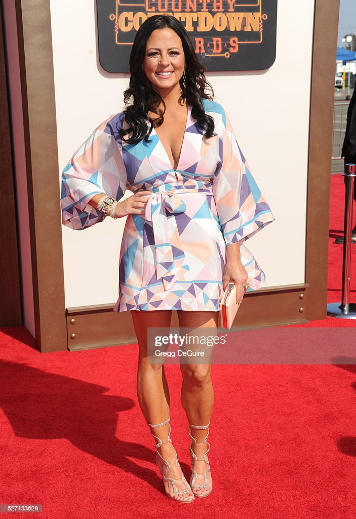 Singer <a gi-track='captionPersonalityLinkClicked' href=/galleries/search?phrase=Sara+Evans&family=editorial&specificpeople=215184 ng-click='$event.stopPropagation()'>Sara Evans</a> arrives at the 2016 American Country Countdown Awards at The Forum on May 1, 2016 in Inglewood, California.