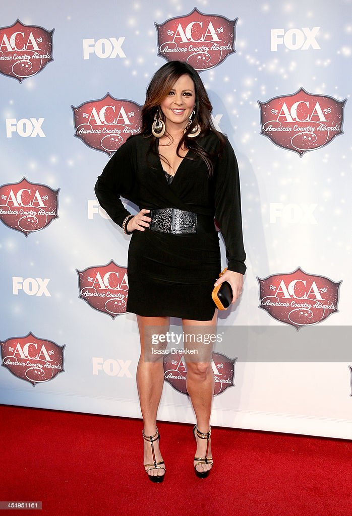 Singer <a gi-track='captionPersonalityLinkClicked' href=/galleries/search?phrase=Sara+Evans&family=editorial&specificpeople=215184 ng-click='$event.stopPropagation()'>Sara Evans</a> arrives at the American Country Awards 2013 at the Mandalay Bay Events Center on December 10, 2013 in Las Vegas, Nevada.