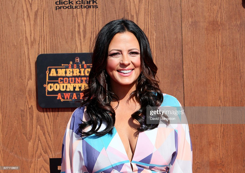 Singer <a gi-track='captionPersonalityLinkClicked' href=/galleries/search?phrase=Sara+Evans&family=editorial&specificpeople=215184 ng-click='$event.stopPropagation()'>Sara Evans</a> attends the 2016 American Country Countdown Awards at The Forum on May 01, 2016 in Inglewood, California.