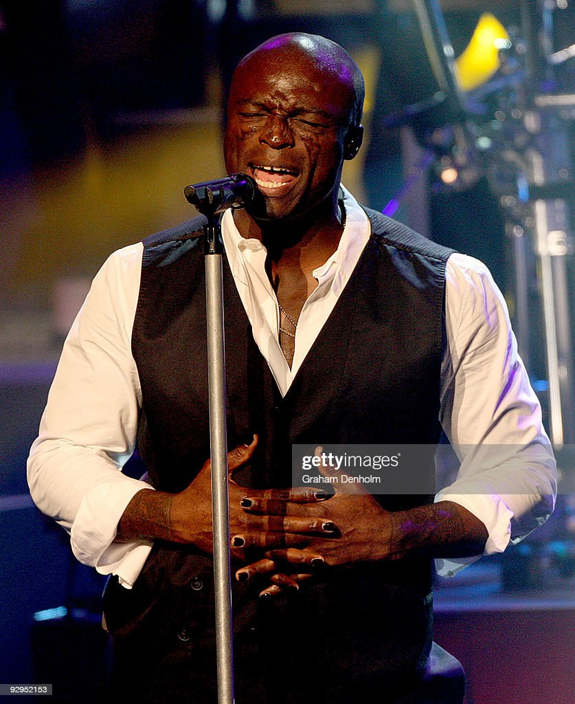 Singer <a gi-track='captionPersonalityLinkClicked' href=/galleries/search?phrase=Seal+-+Singer&family=editorial&specificpeople=202832 ng-click='$event.stopPropagation()'>Seal</a> performs on stage at the State Theatre on November 10, 2009 in Sydney, Australia.