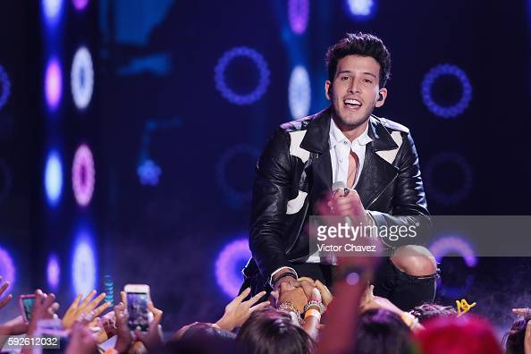 Singer Sebastian Yatra performs on stage during the Nickelodeon Kids' Choice Awards Mexico 2016 at Auditorio Nacional on August 20 2016 in Mexico...
