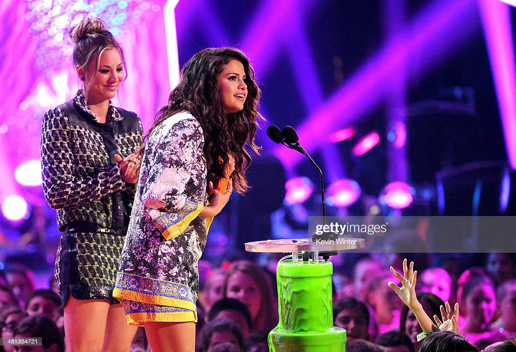 Singer Selena Gomez (R) accepts the Favorite Female Singer award from actress Kaley Cuoco onstage during Nickelodeon's 27th Annual Kids' Choice Awards held at USC Galen Center on March 29, 2014 in Los Angeles, California.