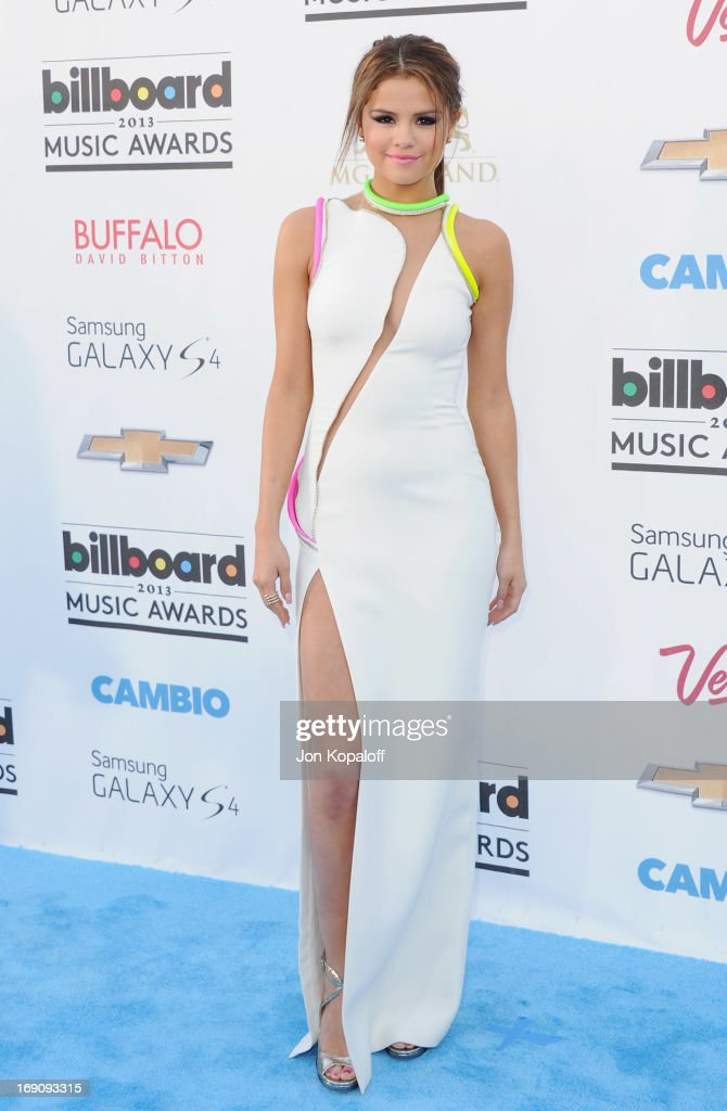 Singer <a gi-track='captionPersonalityLinkClicked' href=/galleries/search?phrase=Selena+Gomez&family=editorial&specificpeople=4295969 ng-click='$event.stopPropagation()'>Selena Gomez</a> arrives at the 2013 Billboard Music Awards at MGM Grand Hotel & Casino on May 19, 2013 in Las Vegas, Nevada.