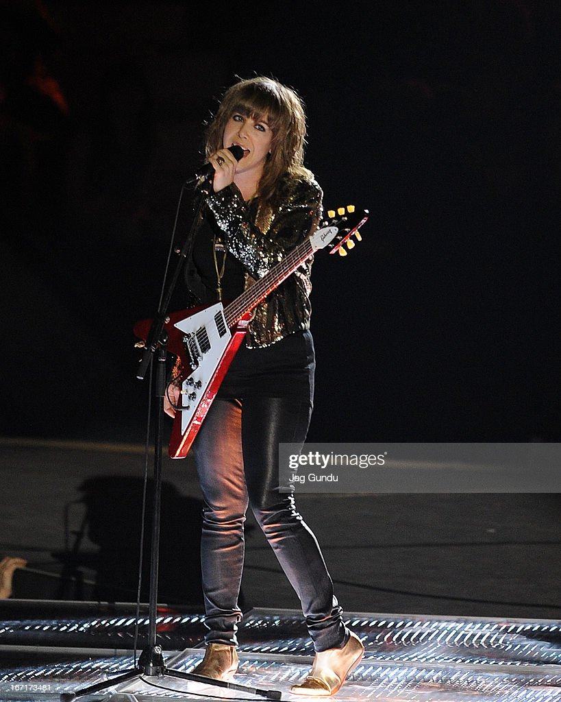 Singer <a gi-track='captionPersonalityLinkClicked' href=/galleries/search?phrase=Serena+Ryder&family=editorial&specificpeople=3048341 ng-click='$event.stopPropagation()'>Serena Ryder</a> performs on stage at the 2013 Juno Awards held at the Brandt Centre on April 21, 2013 in Regina, Canada.