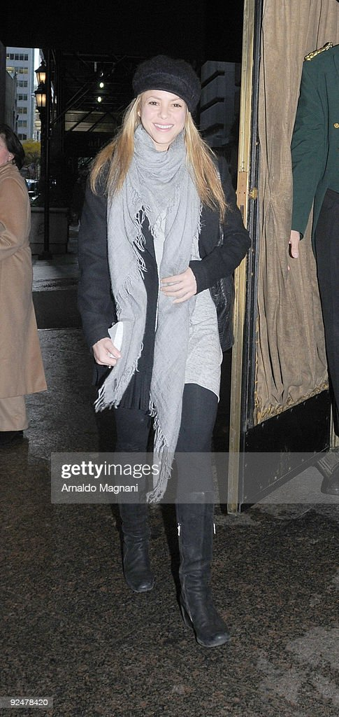 Singer Shakira leaves a hotel in Midtown on October 28, 2009 in New York City.