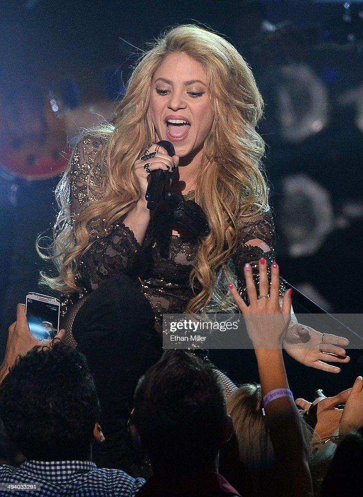 Singer <a gi-track='captionPersonalityLinkClicked' href=/galleries/search?phrase=Shakira&family=editorial&specificpeople=160650 ng-click='$event.stopPropagation()'>Shakira</a> performs during the 2014 Billboard Music Awards at the MGM Grand Garden Arena on May 18, 2014 in Las Vegas, Nevada.