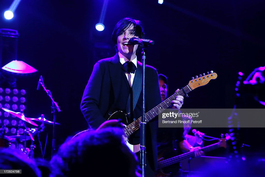 Singer <a gi-track='captionPersonalityLinkClicked' href=/galleries/search?phrase=Sharleen+Spiteri&family=editorial&specificpeople=214718 ng-click='$event.stopPropagation()'>Sharleen Spiteri</a> performs during 'Lancome show by Alber Elbaz' Party at Le Trianon on July 2, 2013 in Paris, France.