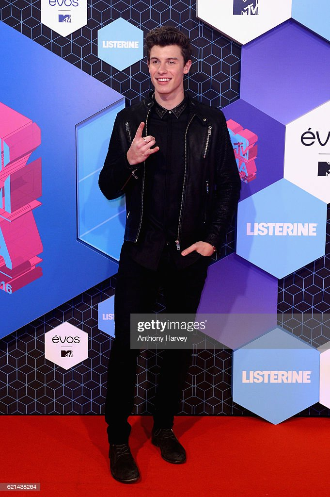 singer-shawn-mendes-attends-the-mtv-europe-music-awards-2016-on-6-picture-id621438264