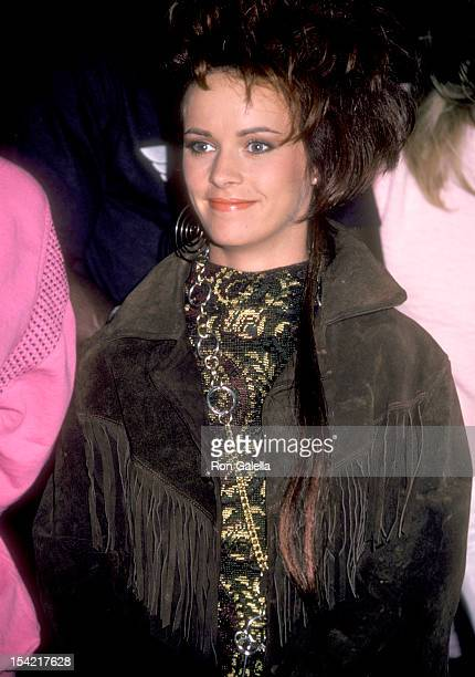 Singer Sheena Easton attends a the taping of the 'Hands Across America' campaign benefit to fight hunger and poverty on January 18 1986 in Taft...
