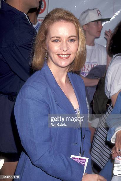 Singer Sheena Easton attends the Second Annual Revlon Run/Walk to Benefit Women's Cancer Research on May 13 1995 at 20th Century Fox Studios in...