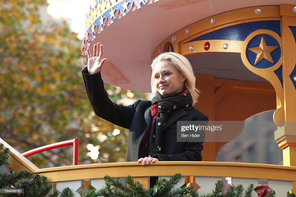 Singer <a gi-track='captionPersonalityLinkClicked' href=/galleries/search?phrase=Shelby+Lynne&family=editorial&specificpeople=2158945 ng-click='$event.stopPropagation()'>Shelby Lynne</a> attends the Macy's Legendary Thanksgiving Day Parade on November 24, 2011 in New York City.