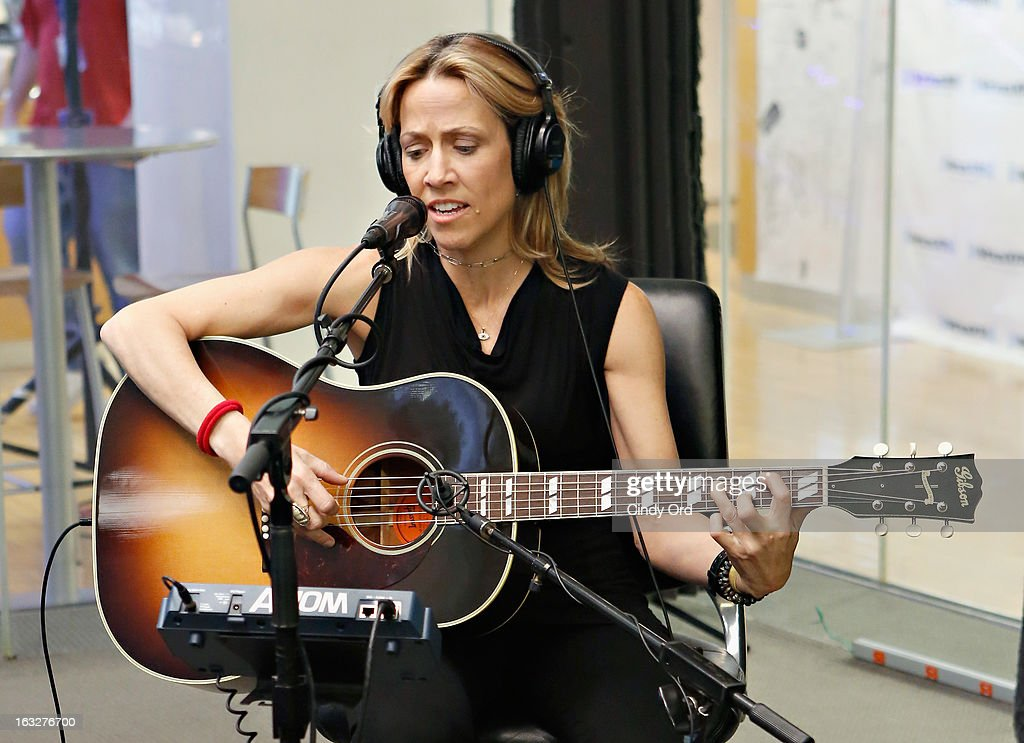 Singer <a gi-track='captionPersonalityLinkClicked' href=/galleries/search?phrase=Sheryl+Crow&family=editorial&specificpeople=201867 ng-click='$event.stopPropagation()'>Sheryl Crow</a> performs on SiriusXM's The Highway at the SiriusXM Studios on March 6, 2013 in New York City.