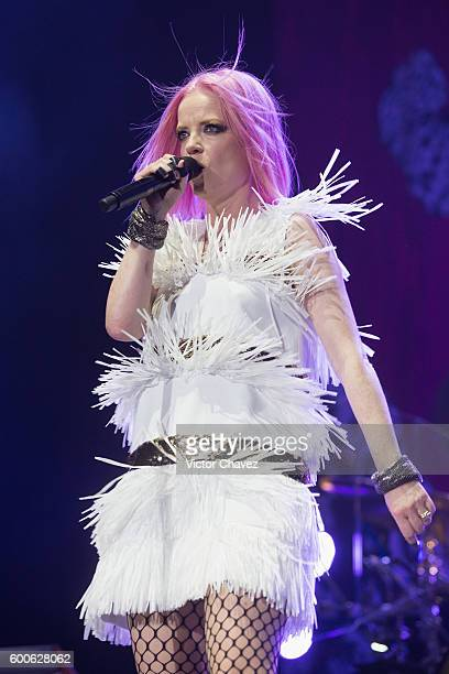 Singer Shirley Manson of Garbage performs on stage at Arena Ciudad de Mexico on September 7 2016 in Mexico City Mexico