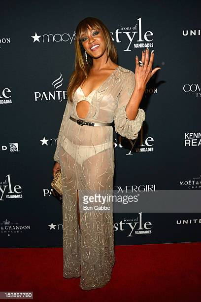 Singer Shontelle attends Icons Of Style Gala Hosted By Vanidades at Mandarin Oriental Hotel on September 27 2012 in New York City