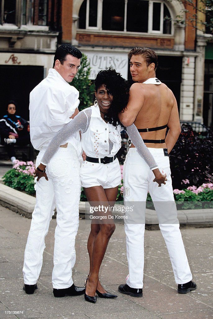 Singer Sinitta with two Levi's male models in 1990 ca in London England