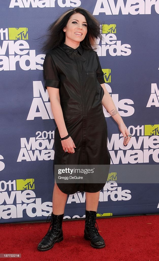 Singer <a gi-track='captionPersonalityLinkClicked' href=/galleries/search?phrase=Skylar+Grey&family=editorial&specificpeople=4349722 ng-click='$event.stopPropagation()'>Skylar Grey</a> arrives at the 2011 MTV Movie Awards at the Gibson Amphitheatre on June 5, 2011 in Universal City, California.