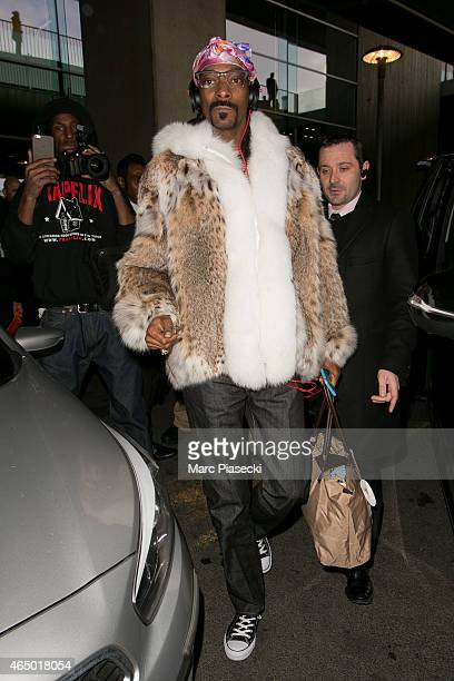 Singer Snoop Dogg arrives at CharlesdeGaulle airport on March 3 2015 in Paris France