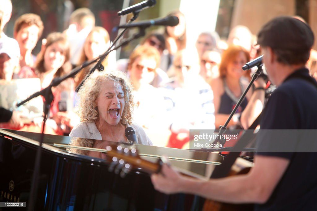 Singer/ songwriter <a gi-track='captionPersonalityLinkClicked' href=/galleries/search?phrase=Carole+King+-+Musician&family=editorial&specificpeople=211440 ng-click='$event.stopPropagation()'>Carole King</a> (L) and musician James Taylor perform on NBC's 'Today' at Rockefeller Center on June 18, 2010 in New York City.