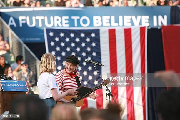 Singer songwriter Jill Sobule performs at Bernie Sanders campaign rally at California State University Dominquez Hills in Carson California on May 17...