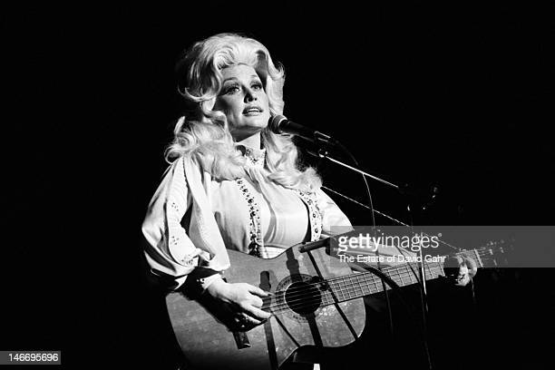 Singer songwriter musician and actress Dolly Parton performs on March 12 1977 at Bradley University in Peoria Illinois