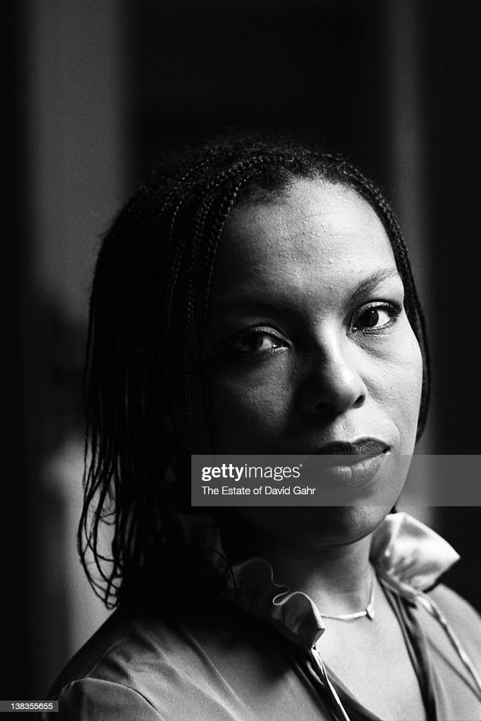 Singer songwriter Roberta Flack poses for a portrait at home on October 10, 1977 in New York City, New York.