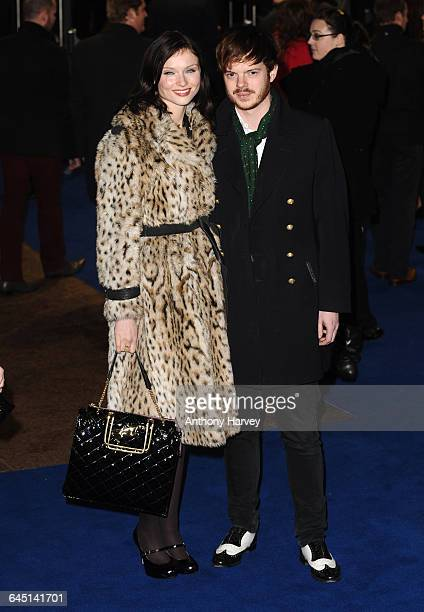 Singer Sophie EllisBextor and Richard Jones attends the 'Avatar' Premiere at the Odeon Cinema Leicester Square on December 10 2009 in London