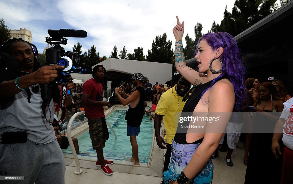 Singer Stayc Reign performs at the Liquid Pool Lounge at the Aria Resort & Casino at CityCenter on May 27, 2013 in Las Vegas, Nevada.