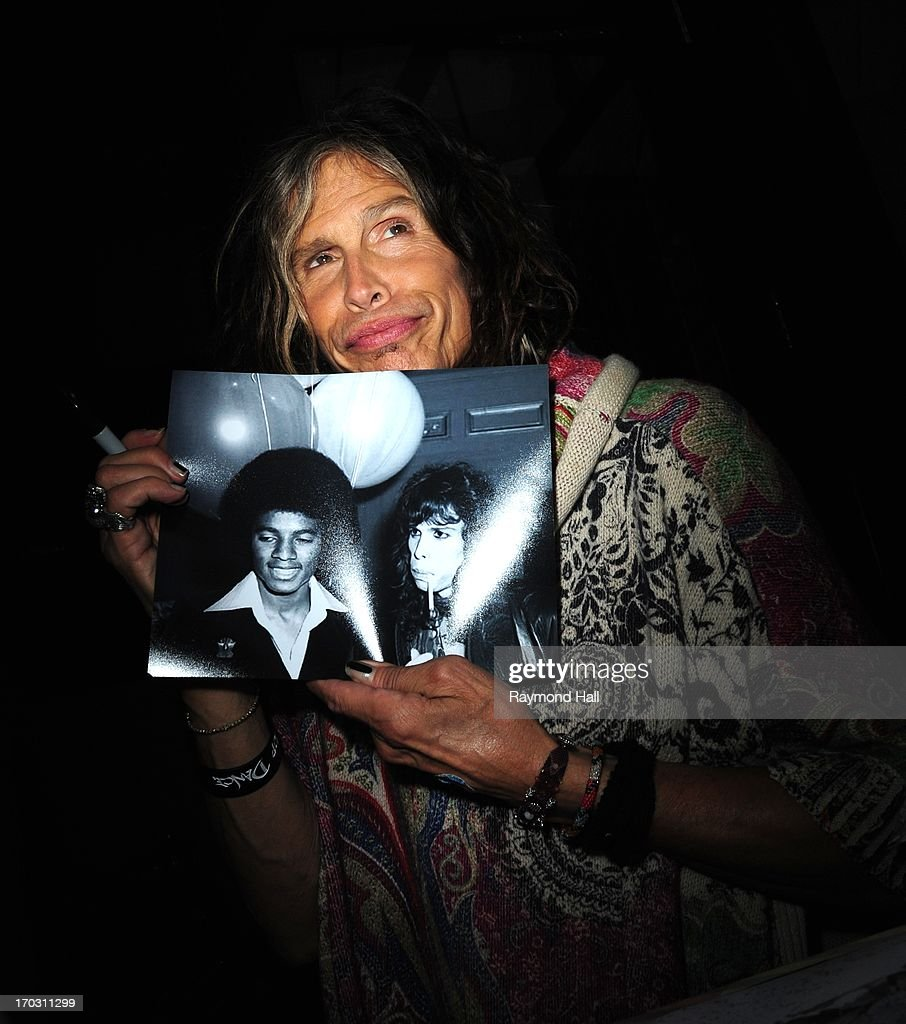 Singer <a gi-track='captionPersonalityLinkClicked' href=/galleries/search?phrase=Steven+Tyler+-+Musician&family=editorial&specificpeople=202080 ng-click='$event.stopPropagation()'>Steven Tyler</a> is seen in Soho on June 10, 2013 in New York City.