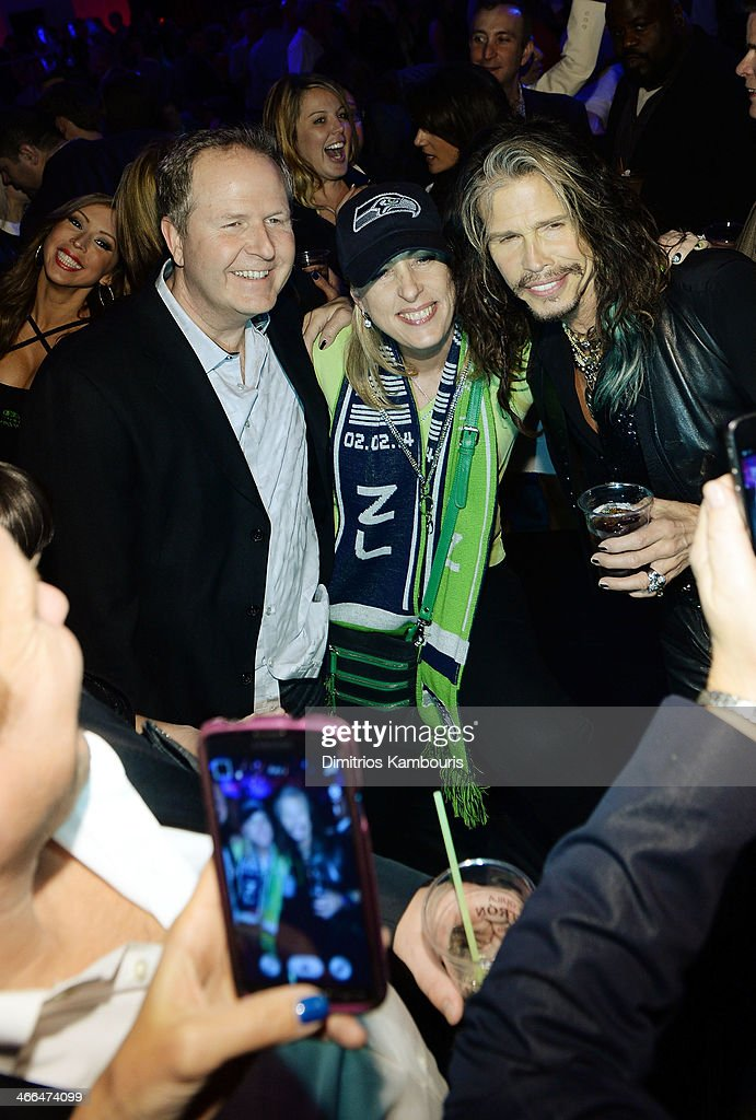 Singer Steven Tyler of Aerosmith (R) poses with fans at Talent Resources Sports presents MAXIM 'BIG GAME WEEKEND' sponsored by AQUAhydrat, Heavenly Resorts, Wonderful Pistachios, Touch by Alyssa Milano, and Philippe Chow on February 1, 2014 in New York City.