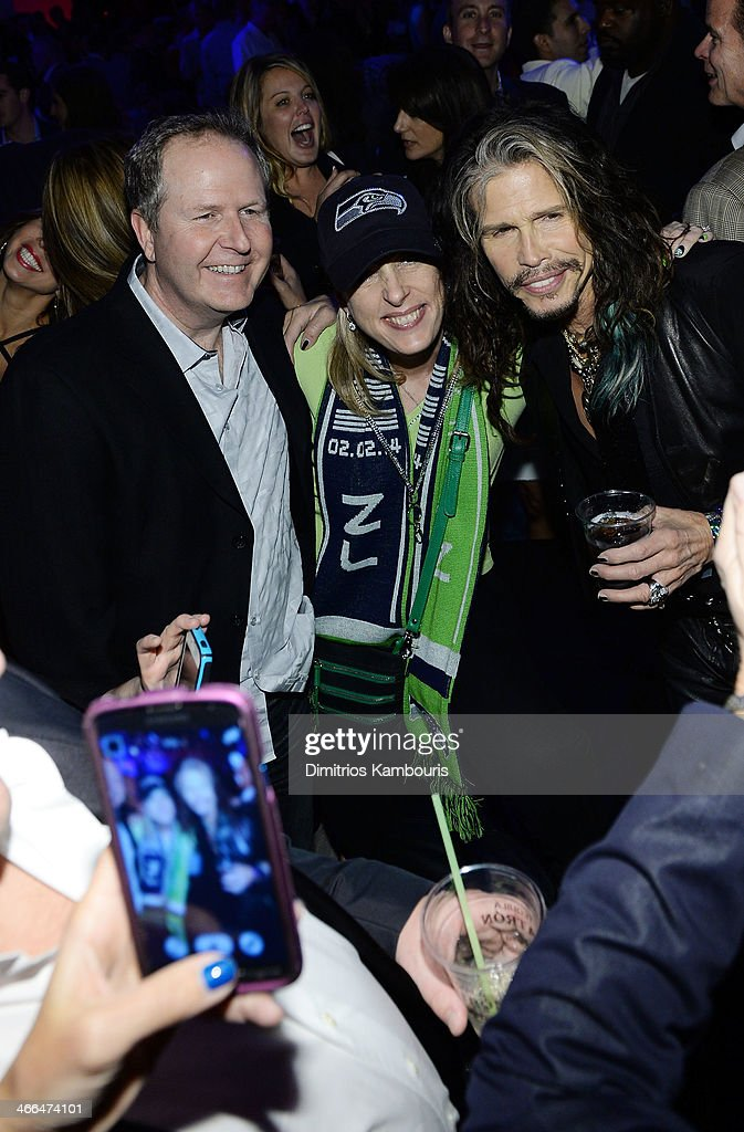 Singer <a gi-track='captionPersonalityLinkClicked' href=/galleries/search?phrase=Steven+Tyler+-+Musician&family=editorial&specificpeople=202080 ng-click='$event.stopPropagation()'>Steven Tyler</a> of Aerosmith (R) poses with fans at Talent Resources Sports presents MAXIM 'BIG GAME WEEKEND' sponsored by AQUAhydrat, Heavenly Resorts, Wonderful Pistachios, Touch by Alyssa Milano, and Philippe Chow on February 1, 2014 in New York City.