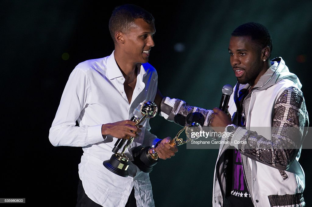Singer Stromae receives an Award for Best selling European Singer from Jason Derulo during the ceremony of the World Music Awards 2014 at Sporting Monte-Carlo on May 27, 2014 in Monte-Carlo, Monaco.