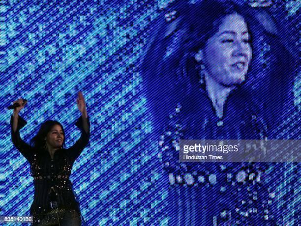Singer Sunidhi Chauhan performing at birthday function of Narayan Rane at Bandra Kurla Complex